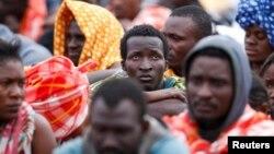 Мигранты, спасенные в Средиземноморье