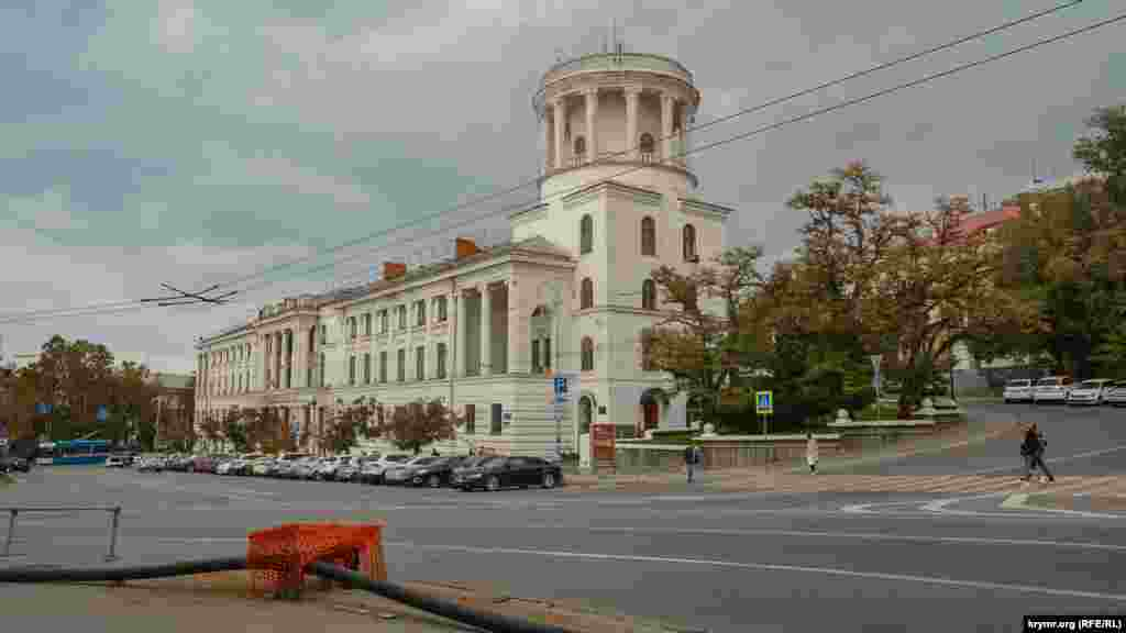 Краєвид на будівлю конструкторського бюро «Чорноморець» з боку вулиці Вороніна– тут теж буде реконструкція