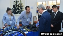 Armenia - President Serzh Sarkisian visits an exhibition in Yerevan organized for firms owned by Syrian Armenians, 19May2016.