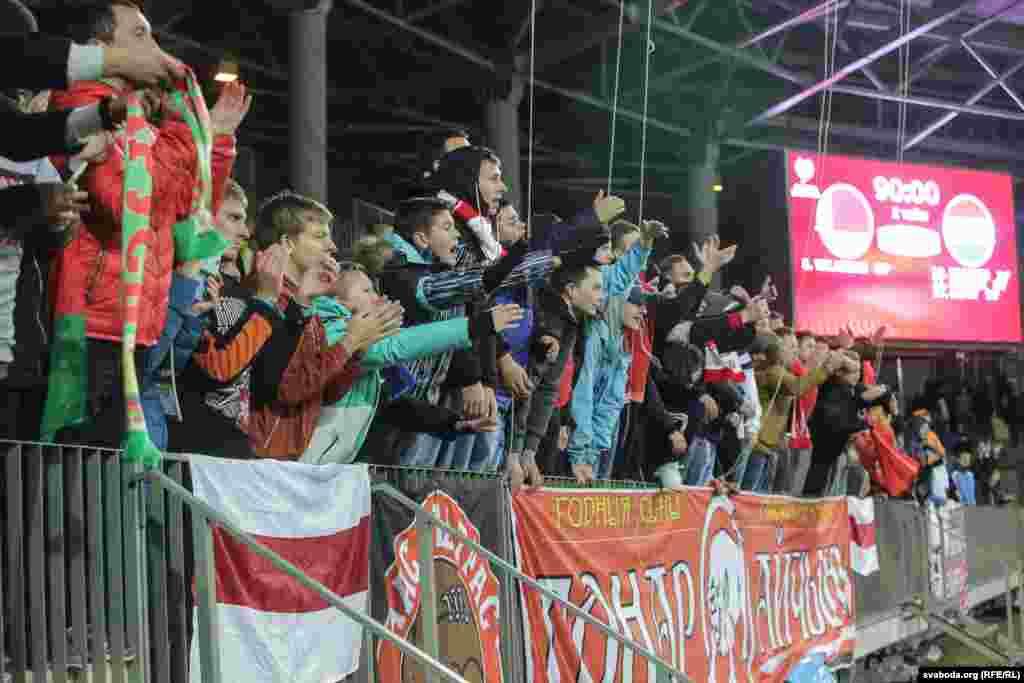 Пасьля 9 гульняў Беларусь займае пятае – перадапошняе месца ў групе з 1 перамогай, 2 нічыімі і 6 паразамі, апярэдзіўшы толькі Люксэмбург (і тое не па балах, а па розьніцы забітых і прапушчаных мячэй).