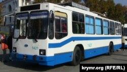 Севастополь – тролейбус на площі Нахімова