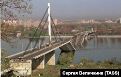 Головний міст через Дунай у місті Новий Сад (нині Сербія), зруйнований бомбардуваннями НАТО у квітні 1999 року
