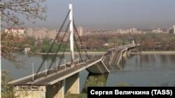 Зруйнований міст через Дунай після авіаудару НАТО в місті в Новий Сад