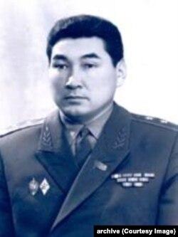 Жумабек Асанкулов.