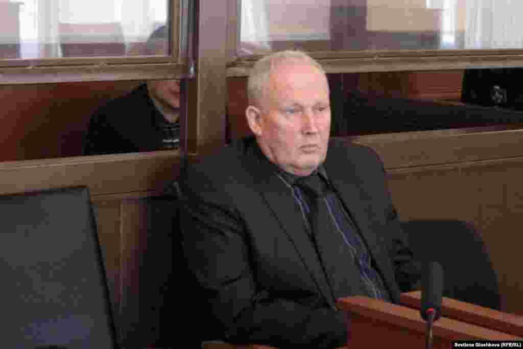 Бывший председатель таможенного комитета Серик Баймаганбетов не признает свою вину. На фото: Владимир Халюткин, адвокат Серика Байгаманбетова.