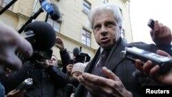 Адвокат Лужкова Генри Резник отвечает на вопросы журналистов
