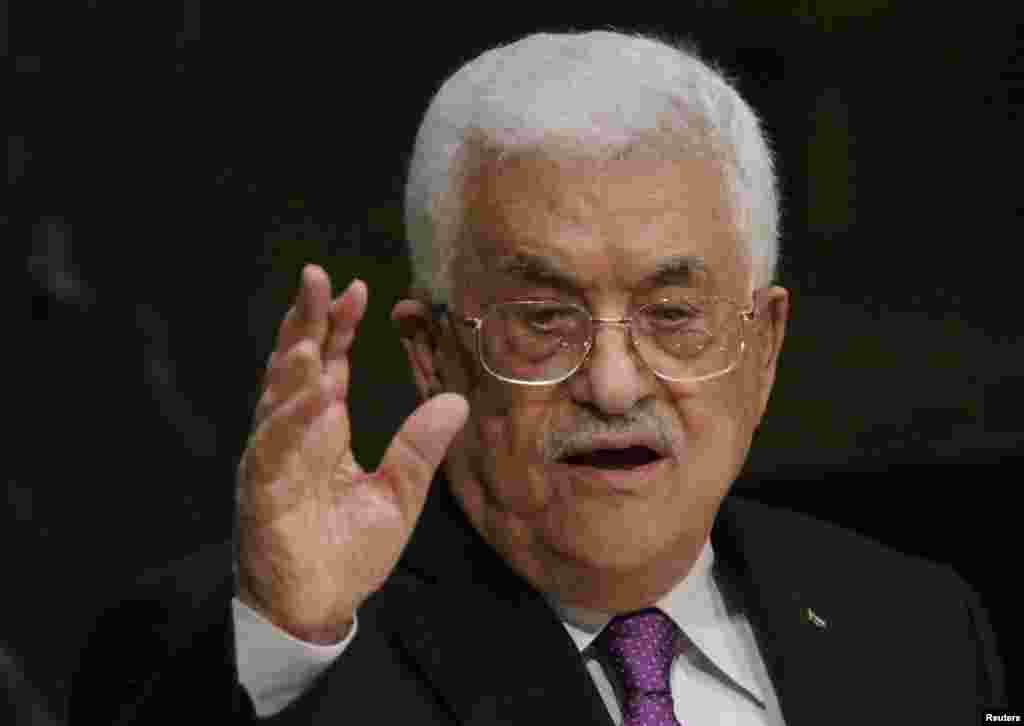 محمود عباس، رئیس تشکیلات خودگردان فلسطینی، در حال به هفتامین نشست رفت، که برچم منطقه خودگردان برای نخستین بار در مقر سازمان ملل به اهتزاز درآمد.