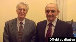 Президент Нагорного Карабаха Бако Саакян и председатель постоянной комиссии по защите прав человека Сената Италии Луиджи Манкони (слева), Рим, 1 декабря 2014 г.