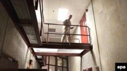 Обама ваъда қилган ўзгаришлар шамоли¸ Куба ҳудудида жойлашган бўлса-да¸ биринчилардан бўлиб Гуантанамо ҳибсхонаси томон эсмоқда.