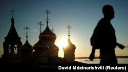 Русская православная церковь признает Южную Осетию канонической территорией Грузинской православной церкви, несмотря на это Цхинвал намерен укреплять связи с РПЦ