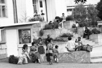 Refugees in Stepanakert in the early days of the fighting (Photolur)