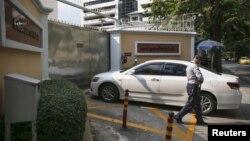 У столиці Таїланду Бангкоку посилені перевірки на вході і в'їзді на територію посольства Росії, 4 грудня 2015 року