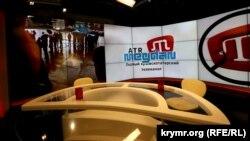 В студии телеканала АТR