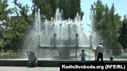 У центрі Луганська працюють фонтани, незважаючи на дефіцит води