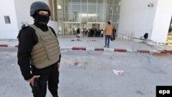 """""""Бардо"""" музейиндеги окуядан соң Тунисте коопсуздук чаралары күчөтүлгөн."""
