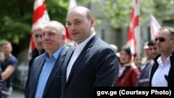 Грузинский премьер пообещал в рамках ближайшей пленарной сессии провести детальный анализ ситуации с депутатами