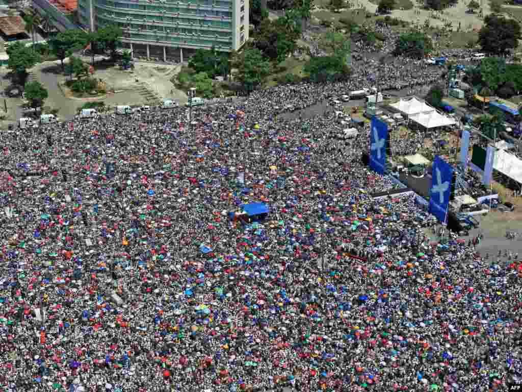 """Более полумиллиона человек пришли на рок-концерт """"Мир без границ"""" в Гаване"""