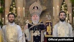 Armenia - Catholicos Garegin II presides over a Christmas Mass at the Echmiadzin cathedral of the Armenian Apostolic Church, 6Jan2015.
