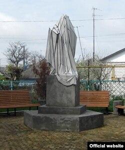 «Пам'ятник пам'ятнику», Шаргород, Вінницька область