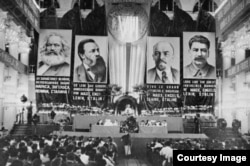 Congresul VII al Kominternului (Sursă: Biblioteca Centrală Universitară, Iași)