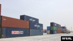 حاويات في ميناء أم قصر العراقي