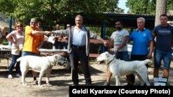 Geldi Kärizow Orta Aziýanyň itleriniň halkara sergisinde, Winnitsa, Ukraina, sentýabr, 2016.
