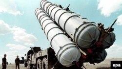 موشک ضدهوایی اس۳۰۰ قادر است هواپیماها را در فاصله ۱۵۰ کیلومتری هدف قرار دهد.