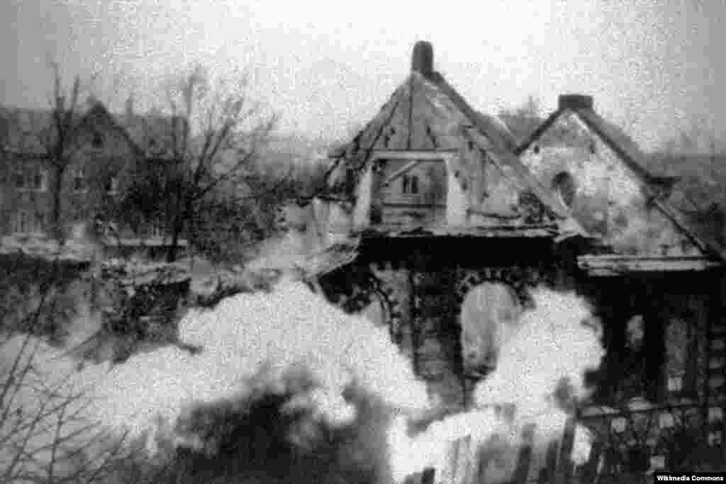 A synagogue being destroyed in Eisenach, November 1938.