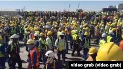 Рабочие на месторождении Тенгиз в день конфликта 29 июня 2019 года. Скриншот видео.