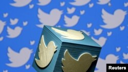 На иллюстрации — логотип социальной сети Twitter.