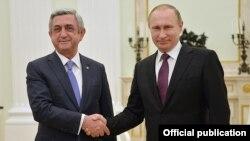 Rusiya prezidenti Vladimir Putin və Ermənistan prezidenti Serzh Sarkisian (solda), 10 mart, 2016