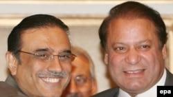Nawaz Sharif (right) and Asif Ali Zardari in March