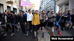 İstanbulda kişilərin mini ətək yürüşü - Foto: Emrah Gurel/AP