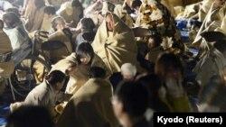 Kumamoto prefekturasında insanlar gecəni açıqlıqda keçirirlər
