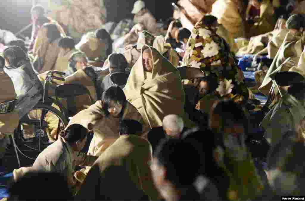 Директор японского метеорологического агентства Ген Аоки предупредил, что в течение следующей недели могут произойти повторные толчки.