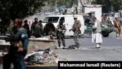 Кабулдегі шабуылдардың бірінен кейін оқиға орнында жүрген қауіпсіздік күштері. Ауғанстан, 23 шілде 2016 жыл (Көрнекі сурет).