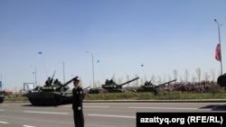 Военный парад в Астане. 7 мая 2014 года.