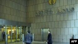 نمای ورودی آسمانخراش متعلق به بنیاد علوی در نیویورک.