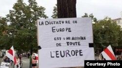 Acțiune de solidaritate la Paris cu protestele din Belarus 20 august 2020.