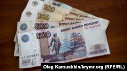 рубли (архивное фото)