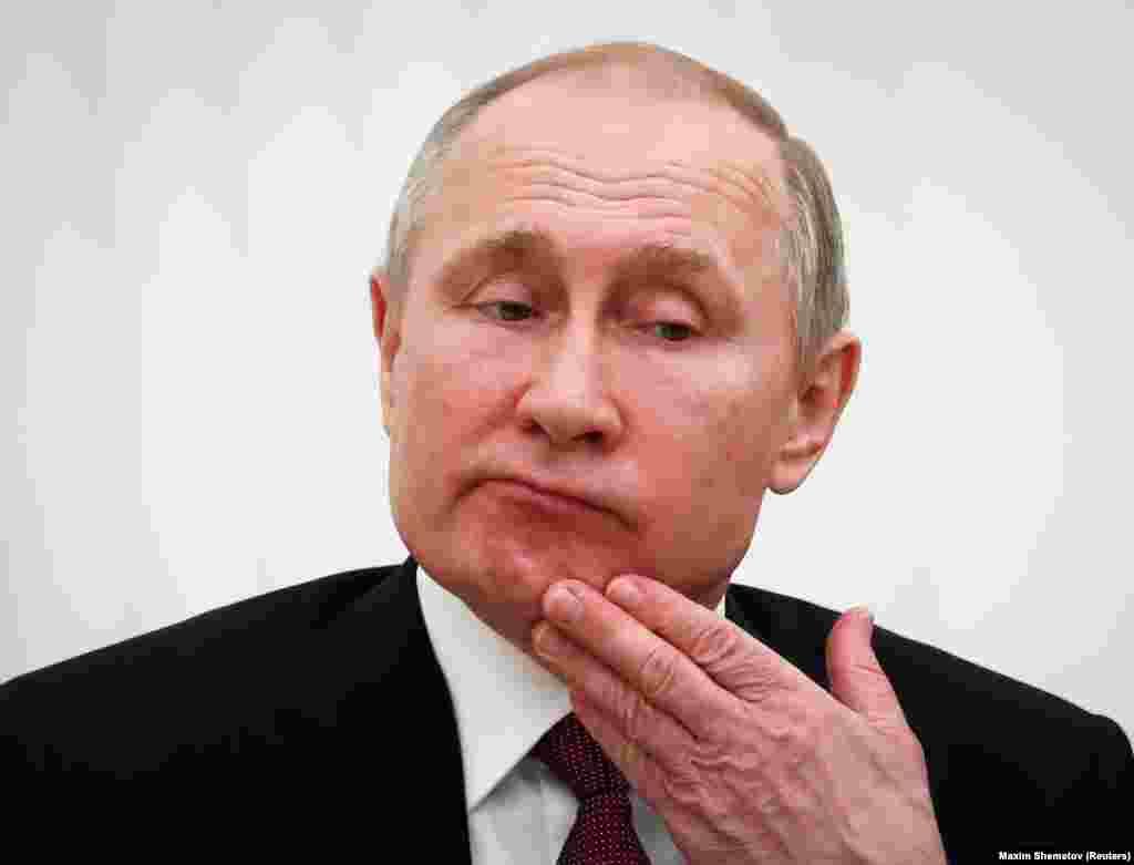 ЕУ / РУСИЈА - Претседателот на Европскиот совет Чарлс Мишел му рече на рускиот претседател Владимир Путин дека односите меѓу Европската унија и Русија се на ниско ниво со несогласувања во многу области, за кои рускиот лидер пак ги обвини политиките на конфронтација на ЕУ.