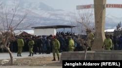 Военнослужащие на кыргызско-таджикской границе. Январь 2013 года.
