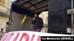Lazović (na fotografiji na jednom od protesta): 'Samo zamazuju oči ljudima da se tu nešto gradi i prave neki navodno veliki projekti'