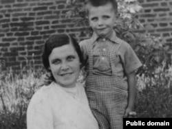 Ларыса Геніюш і яе сын Юрка, Прага, 1940 год