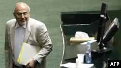 Interior Minister Ali Kordan takes the podium to defend himself before being impeached by Iran's parliament in November 2008.