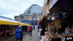 Иллюстративное фото. Рынок в Донецке. Февраль 2015 года