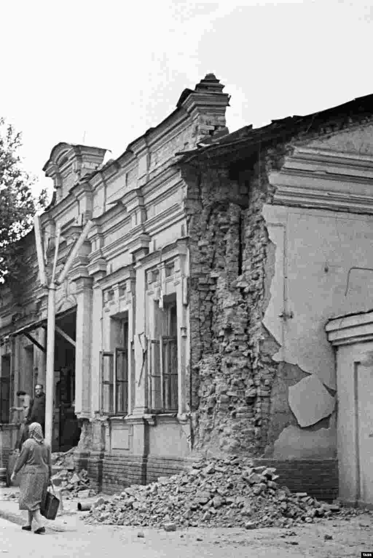 Ташкенттегі қираған үйдің бірі.