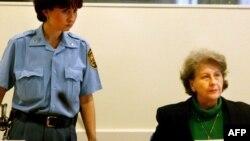 Biljana Plavšić u sudnici Haškog tribunala, 2002.