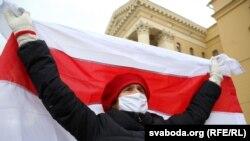 Nyugdíjasok tüntetnek Minszkben 2020. november 9-én.