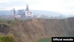 Карстові провалля на території Солотвинського солерудника на Закарпатті утворюються вже кілька років поспіль: останнє — у 2008 році, завглибшки з п'ятиповерховий будинок